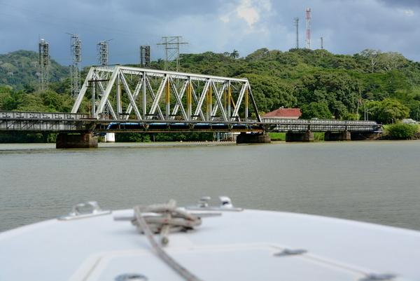 El puente metálico sobre el Chagres